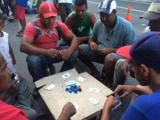 Ocupantes estão na avenida Afonso Pena, em frente a Prefeitura de Belo Horizonte, no centro