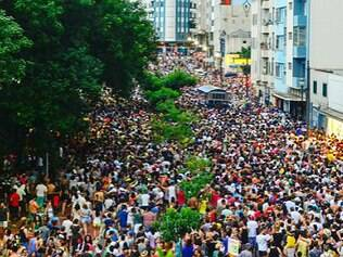 Blocos de sábado lotam ruas de SP