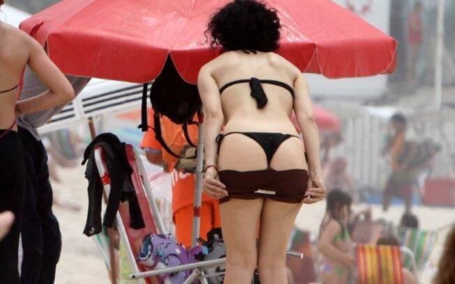 Letícia Sabatella: curvas e silhueta firme