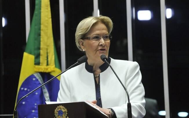 A senadora Ana Amélia (PP-RS) foi a primeira inscrita para fazer pronunciamento na sessão deliberativa extraordinária que vota a admissibilidade do processo de afastamento da presidente Dilma Rouseff. Foto: Jane de Araújo/Agência Senado - 11.05.2016