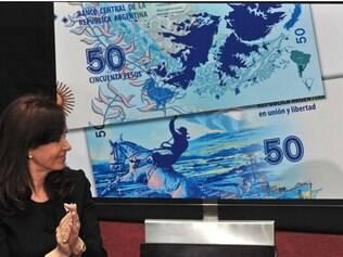 Cristina Kirchner lançou a nova moeda de 50 pesos argentinos com desenho das ilhas Malvinas