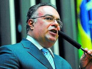 Indecisão. André Vargas já teve idas e vindas em relação à renúncia de seu mandato, por isso o PT espera uma oficialização da decisão