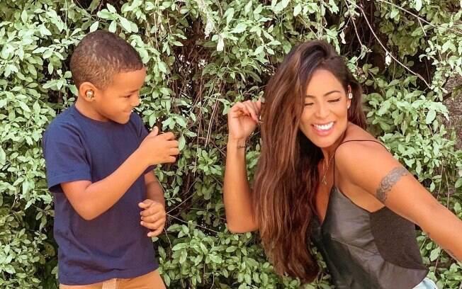 Carol Nakamura e filho