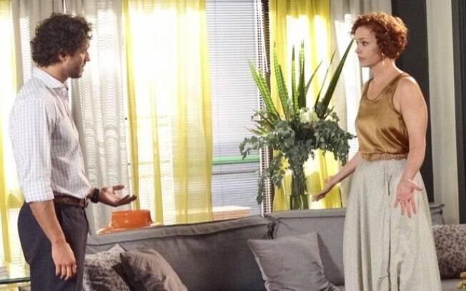 Guaracy conta para Esther que passou a noite com Griselda, em