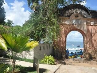 Portaló de Morro de São Paulo: entrada de extinta fortaleza