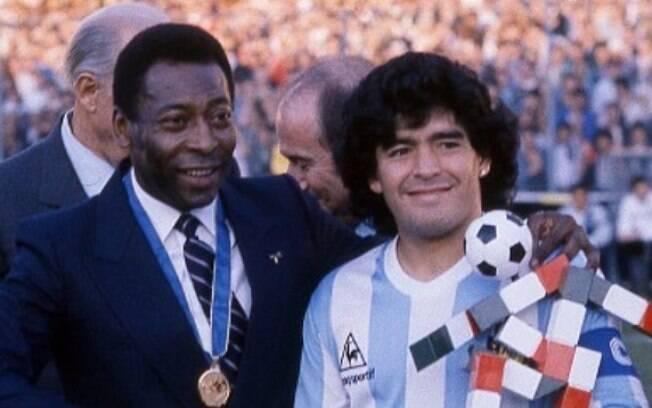 Pelé ao lado de Maradona na Copa de 1990. Foto: Reprodução/Instagram