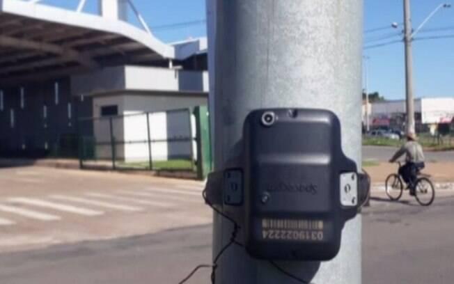 Tornozeleira foi encontrada nessa segunda-feira (20), em frente ao Terminal Garavelo