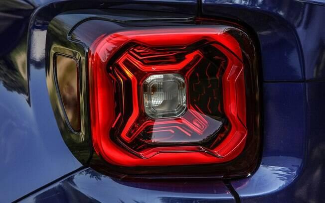Lanterna da versão renovada do Jeep Renegade 2019, SUV que poderá estar no Salão do Automóvel, em novebro