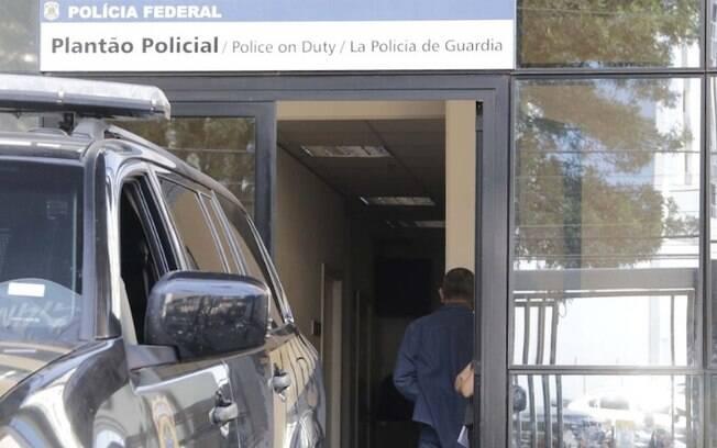 Mulher é presa após apresentar autorização falsa para viagem de filhos