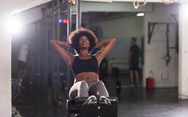 Por maior que seja a vontade de acabar logo com o exercício, se seu objetivo é hipertrofia, não tem jeito, tenha calma