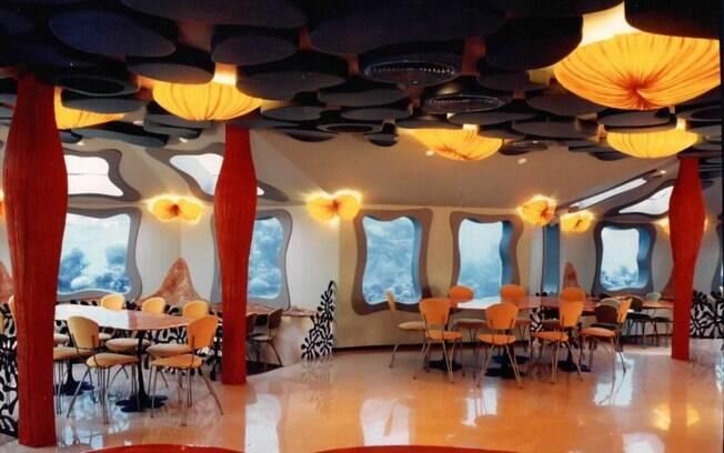 Restaurante está submerso no Mar Vermelho e possui janelões para que turistas apreciem vista. Foto: Divulgação