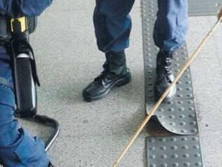 Policial foi flechado no pé durante manifestação de índios na Câmara