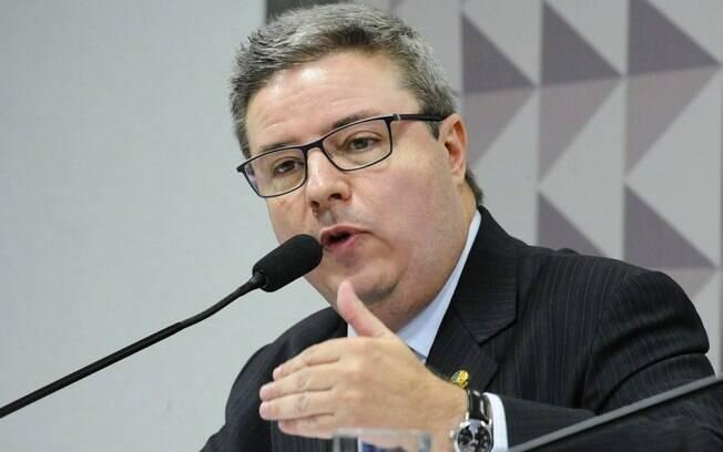 Senador Antonio Anastasia (PSDB-MG), relator da Comissão Especial de Impeachment, em pronunciamento. Foto: Marcos Oliveira/Agência Senado