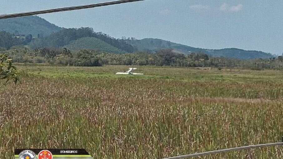Avião de pequeno porte cai em Jd Vista Alegre / Biritiba-mirim nesta segunda-feira, 06