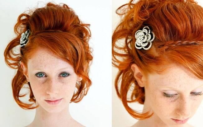 Romântico e moderno: penteado com enchimento de fios na parte superior e finalizado com cachos. Um acessório brilhante é muito bem-vindo