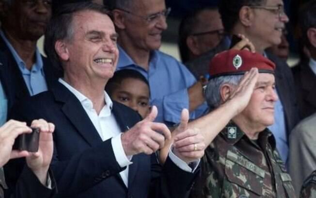 No Twitter, Bolsonaro comemorou a assinatura da concessão da Rodovia de Integração do Sul e falou em melhorias para os usuários