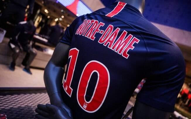 Camisa do PSG com homenagem para Notre Dame