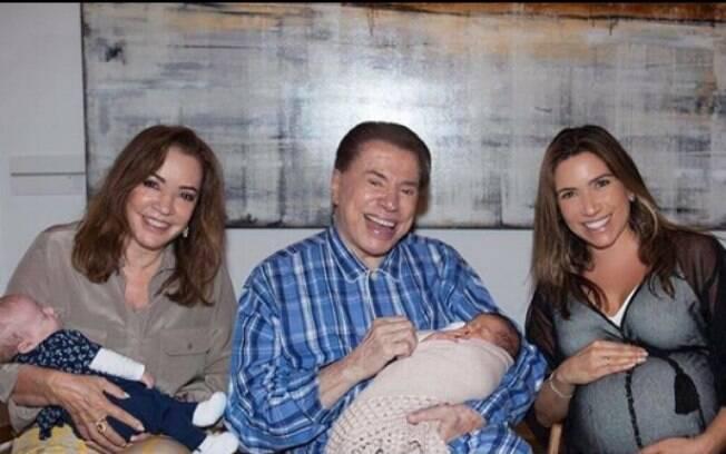 Silvio Santos com os netos Nina  Lucas