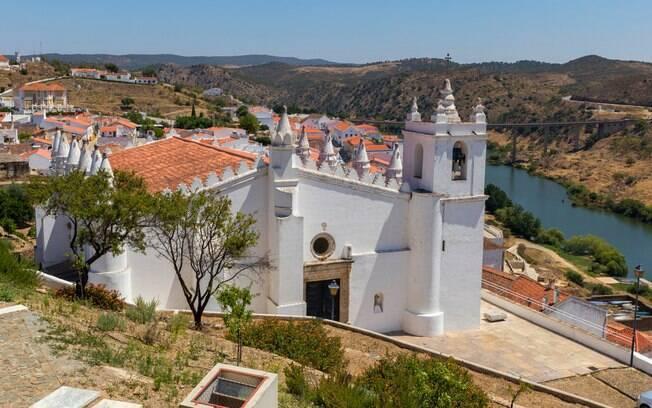 Outrora uma mesquita, a Igreja Nossa Senhora da Anunciação virou um polo do turismo religioso em Portugal
