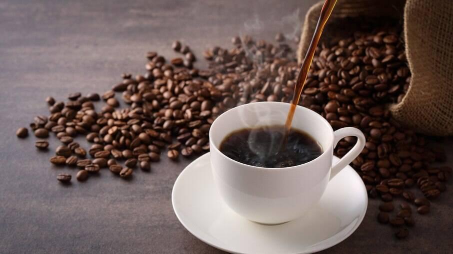 O café também vai muito bem em sobremesas