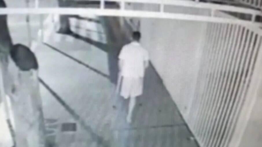 Ação do jovem foi filmada por câmeras de segurança
