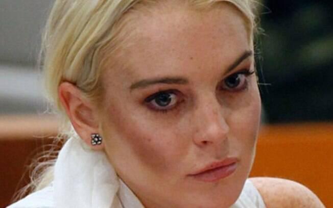 Atriz Lindsay Lohan acabou exagerando demais no contorno, que também precisa ficar com uma aparência natural no rosto