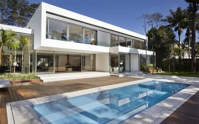Confira projetos incr veis de piscinas nesta galeria e for Fachadas de casas modernas entre medianeras