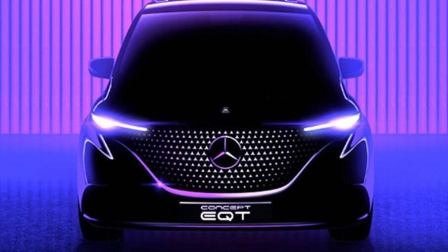 A Mercedes-Benz divulgou um teaser com imagem da grade da minivan EQT