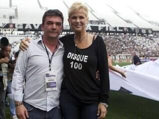 Ao lado de Xuxa, ex-presidente do clube Andrés Sanchez considerou o teste positivo para a Fifa