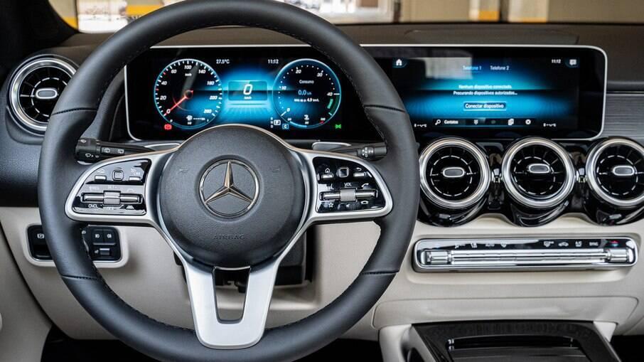 Interior do Mercedes-Benz GLB é simples, porém repleto de soluções inteligentes com design minimalista