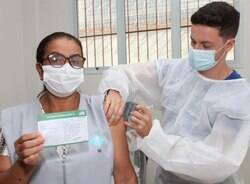 Santos retoma vacinação dos trabalhadores da Saúde contra covid-19