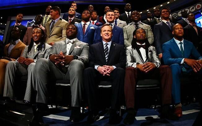 Promessas da NFL mostram estilo impecável durante o draft, na última semana, em Nova York