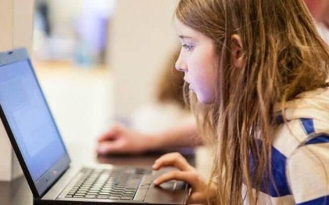 Betsy, 7, participou de experimento para mostrar vulnerabilidade de redes públicas de wi-fi