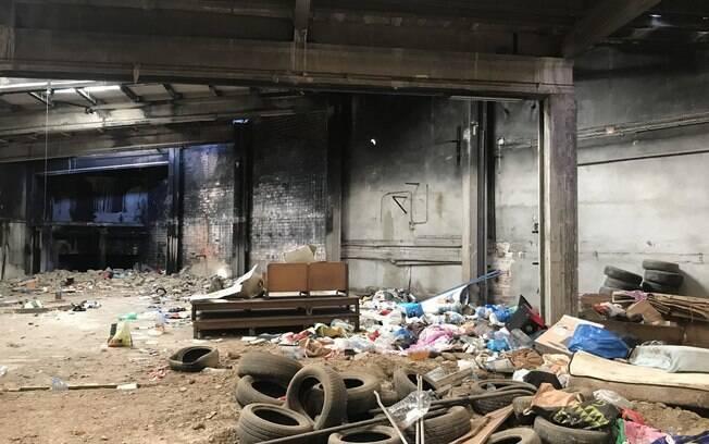 Imagens feitas após incêndio mostram destruição no local atingido pelas chamas