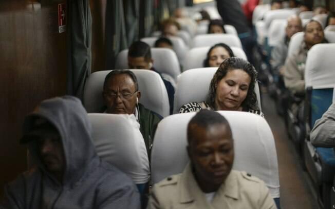 Passageiros da linha de õnibus 2520 - Jardim Guanabara/Estácio em São Gonçalo, onde ocorreu o sequestro do ônibus na ponte Rio-Niterói