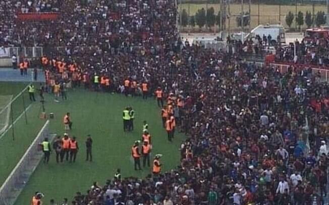 Estádio no Iraque tem superlotação e dezenas ficam feridos, diz imprensa local