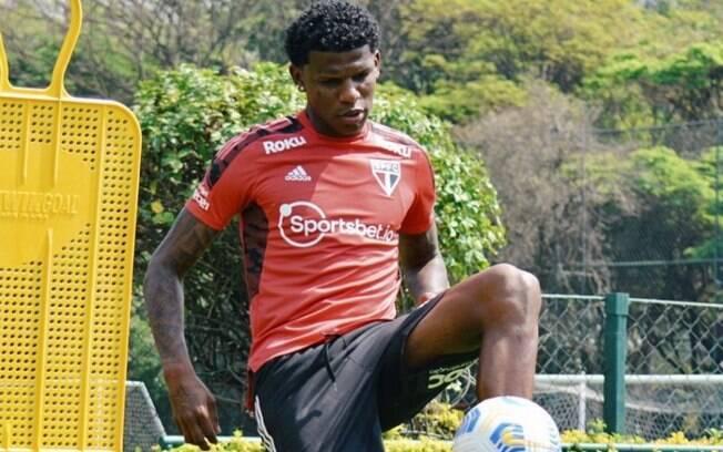 Zagueiro Arboleda treinou normalmente no São Paulo nesta segunda