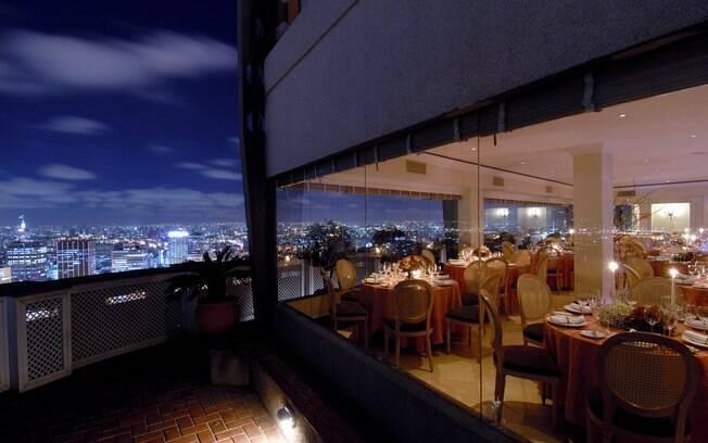 No alto do Edifício Itália, fica um dos mais famosos mirantes de SP: o Terraço Itália, um restaurante de primeira