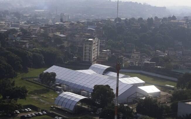 O Hospital de campanha em São Gonçalo sofre nas obras