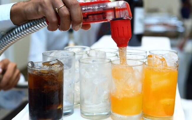 Ministério da Saúde vê em refil de refrigerante oferecido pelos restaurantes um problema para o consumo do sódio