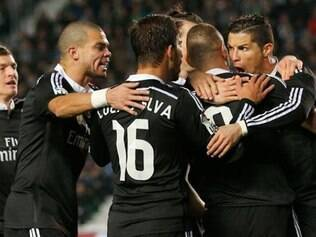Jogadores do Real Madrid celebram gol marcado por Cristiano Ronaldo