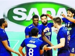 Sada Cruzeiro.    Equipe cruzeirense busca melhorar o rendimento nos últimos jogos da primeira fase da Superliga Masculina