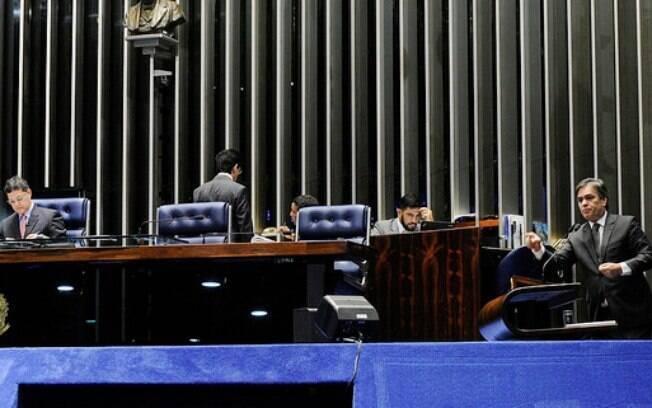 Cássio Cunha Lima (PSDB-PB), da oposição, e Lindbergh Farias (PT-RJ), da situação, se estranharam durante sessão no Senado nesta segunda-feira (7)