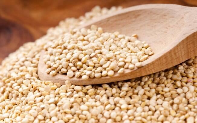 A quinoa, grão originário dos andes e rico em proteínas, contém também fibras insolúveis, que protegem contra o câncer. Foto: Getty Images