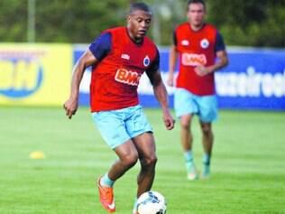 Força máxima. Atacante Júlio Baptista poderá ampliar a força do ataque do Cruzeiro na partida diante do Santos neste domingo