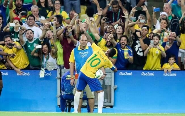 d41fe6e33b Brasil bate Alemanha e leva o histórico ouro no futebol - Olimpíadas ...