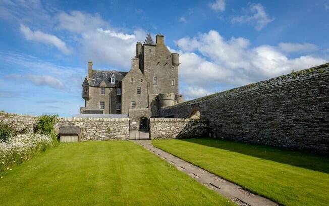 Junto de três fortes localizados na costa do país, este castelo na Escócia costumava ser usado para proteger a Inglaterra da invasão de Napoleão Bonaparte no início século 19 e, hoje, está à venda