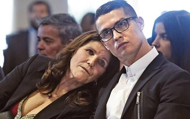 Cristiano Ronaldo com a sua mãe%2C Dolores Aveiro