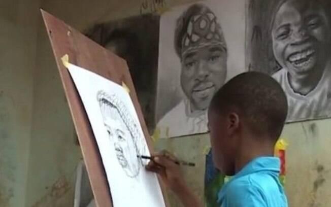 Criança autodidata Waris Kareem tem 11 anos e aos oito, se tornou artista plástico mais jovem de toda a Nigéria