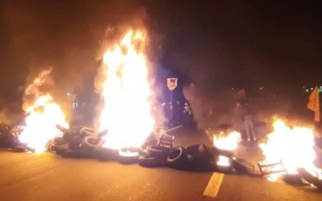 Protesto contra PL que interfere em terras indígenas interdita Zeferino Vaz, em Campinas